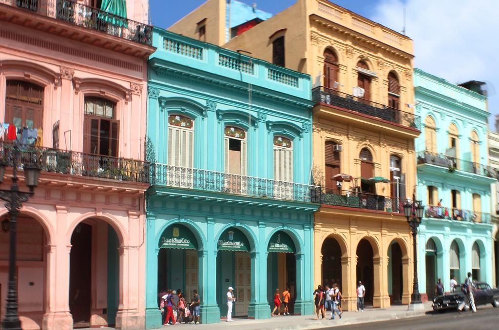 Típica calle en Habana Vieja, Cuba